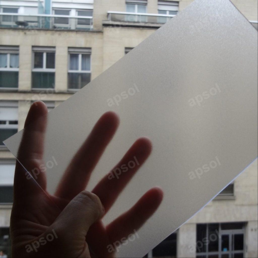Lanière floutée opacifiante et translucide souple