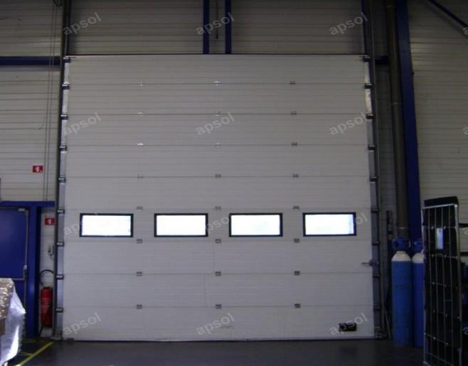 pour porte à lanières devant porte sectionnelle