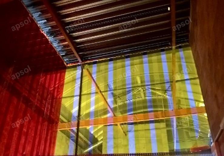 Rideau d'angle à lanières fixes en pvc souple apsol